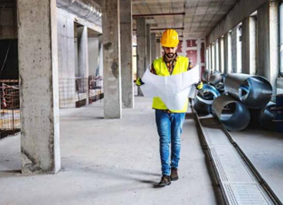 Ingeniero en un trabajo de mantenimiento industrial - Graugo