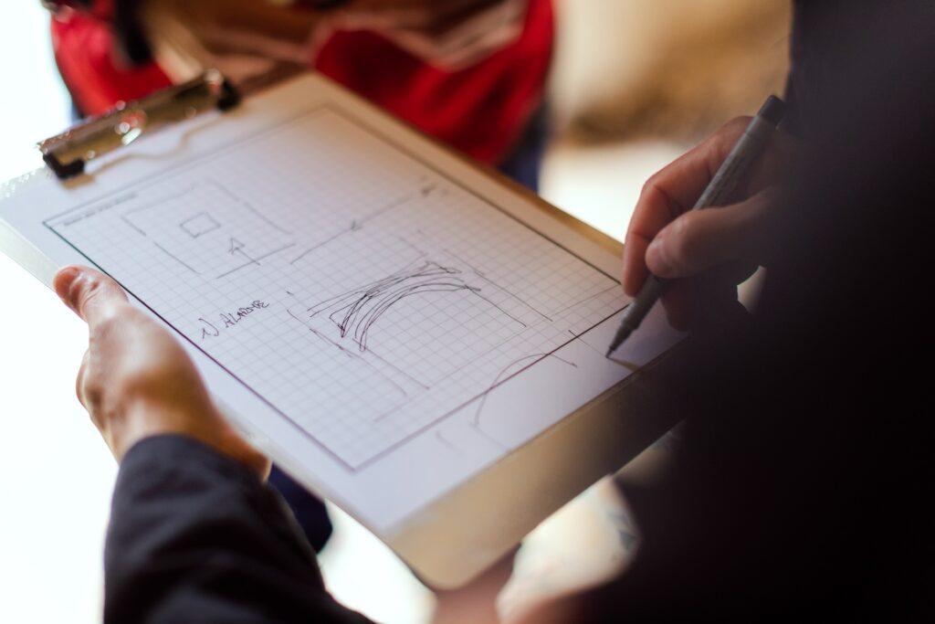 Arquitectos e Ingenieros de GRAUGO, trabajando en las fases previas de diseño