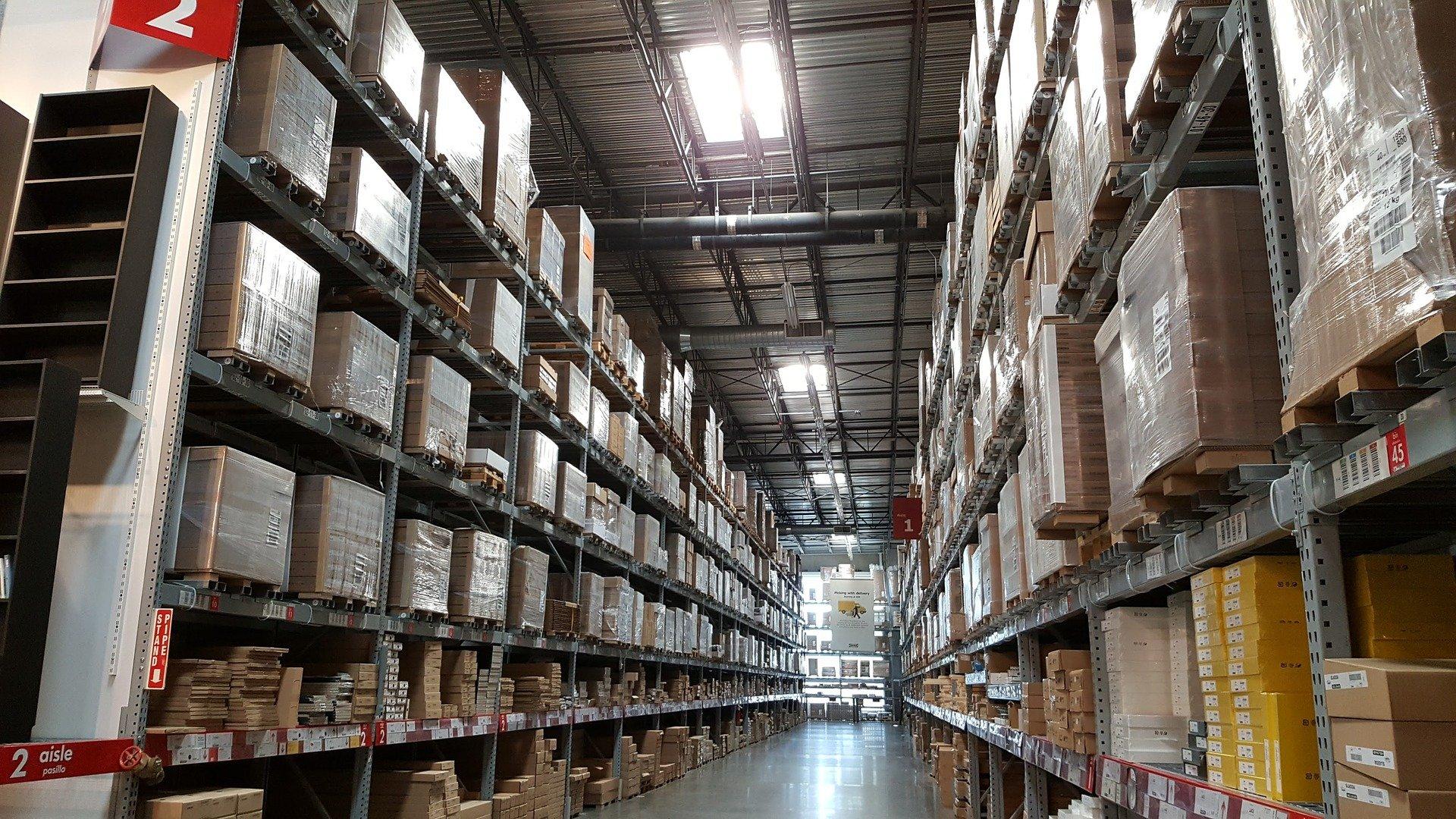 Almacén logístico. El mantenimiento preventivo se consolida en la industria